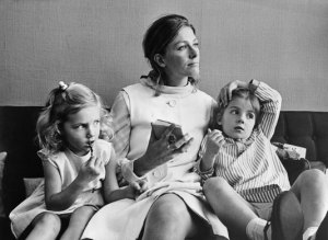 Joely Richardson, Vanessa Redgrave, Natasha Richardson (1968)
