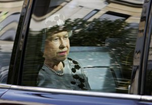 London-UK-Queen-Elizabeth-014